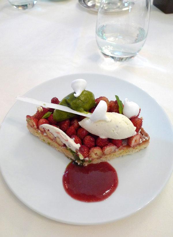 Restaurant Le Raphael, Tartelette aux fraises des bois avec chantilly