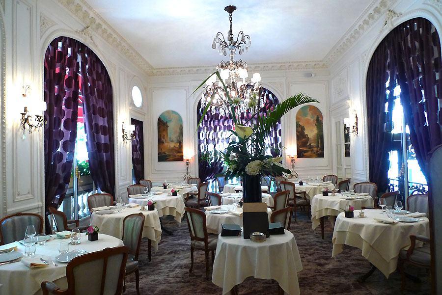 La salle du restaurant Le Raphael
