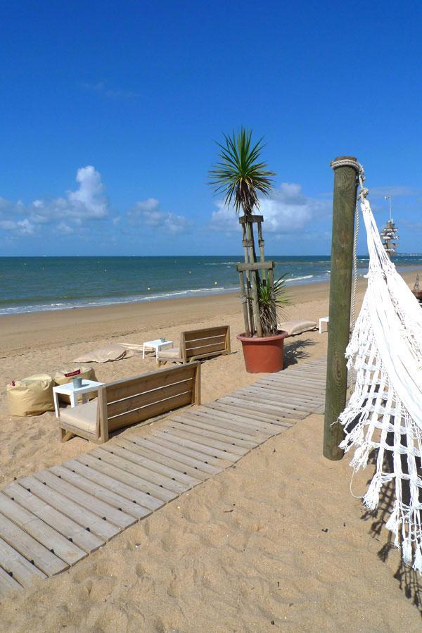Restaurant Le Récif : Une plage tranquille sous le soleil