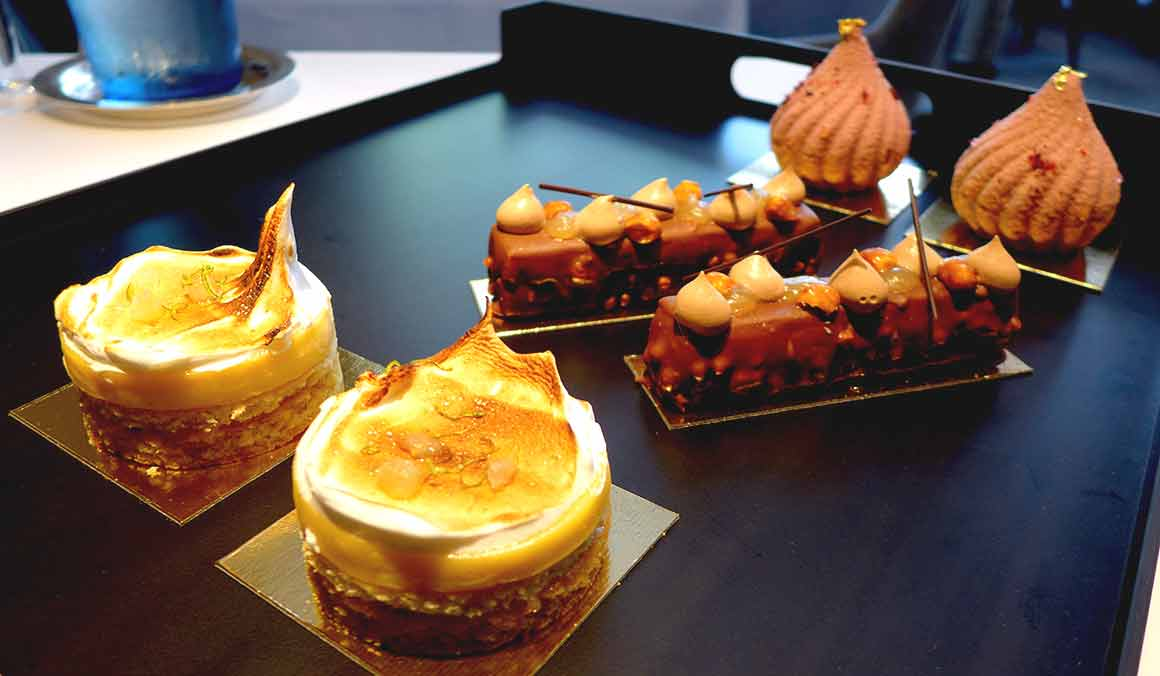 Restaurant Petrossian, plateau de desserts.