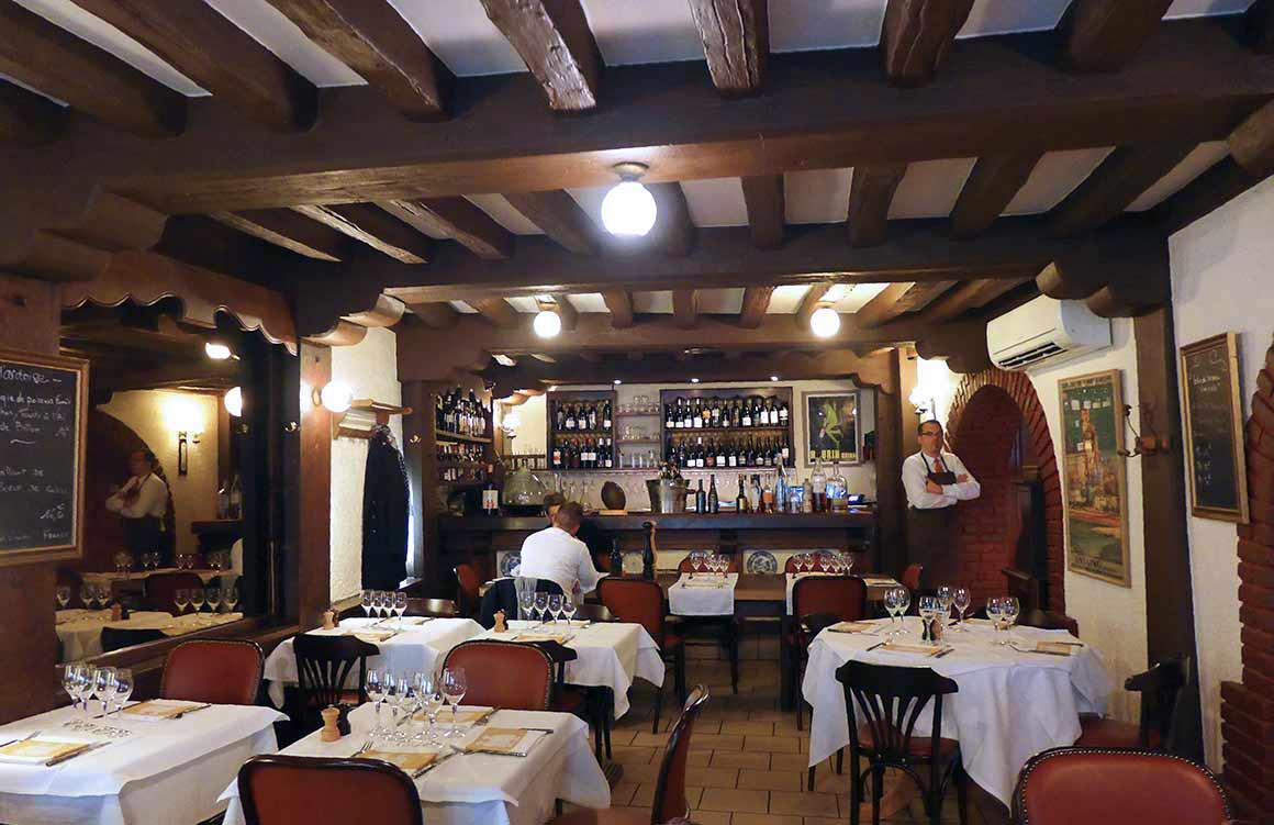 L'Ambassade d'Auvergne, une belle salle rustiqye