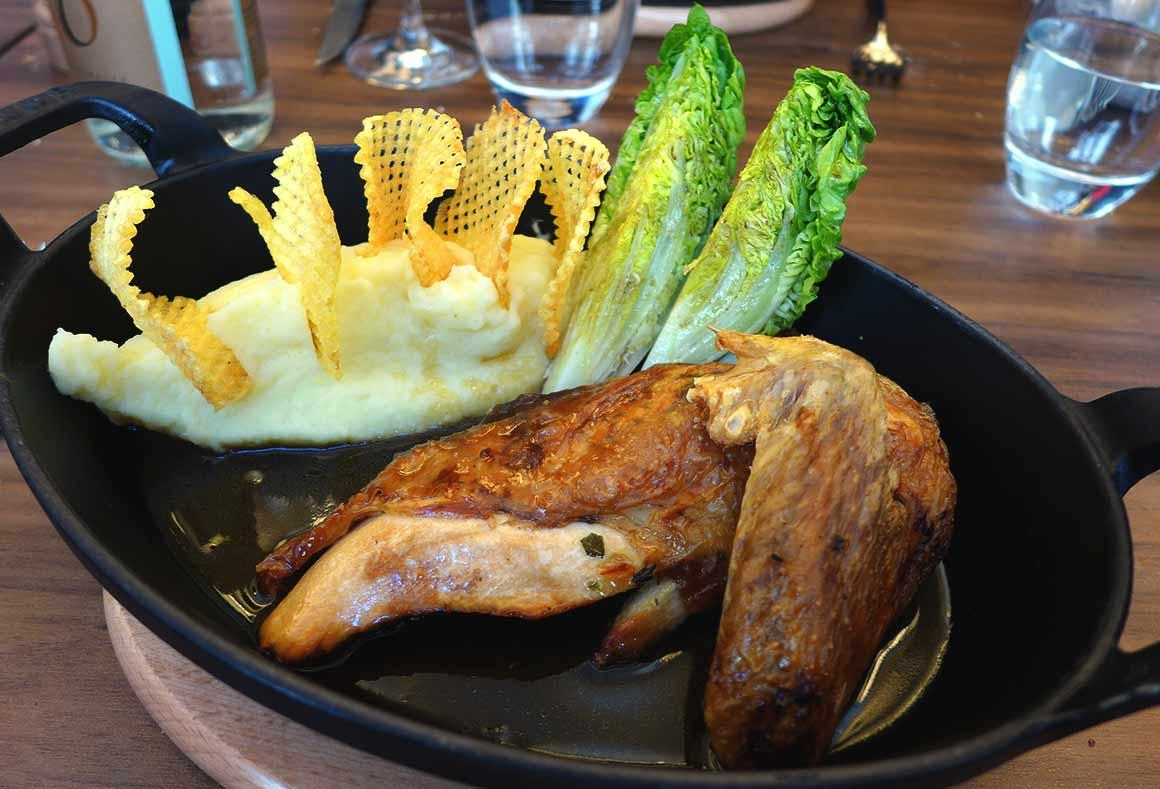 Restaurant Les Cocottes Etoile : Volaille des Landes rôtie au beurre