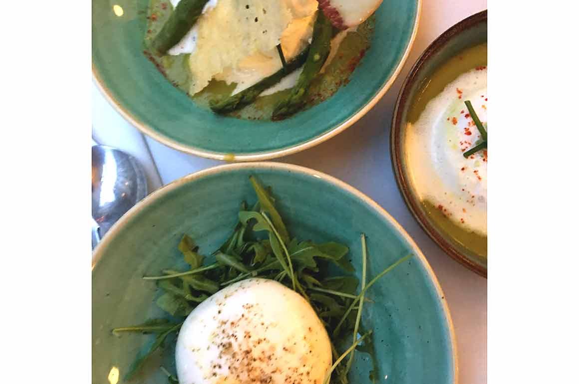 Restaurant Les Françaises : Burratina et asperges vertes