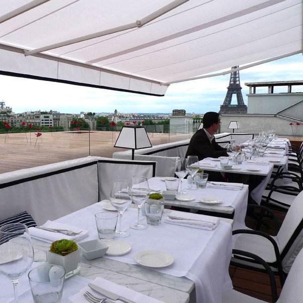Restaurant Maison Blanche, Mobilier chic et vue sur la Tour Eiffel