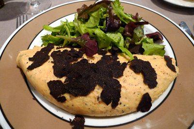 Maison de la Truffe, L'omelette à la truffe de saison et salade
