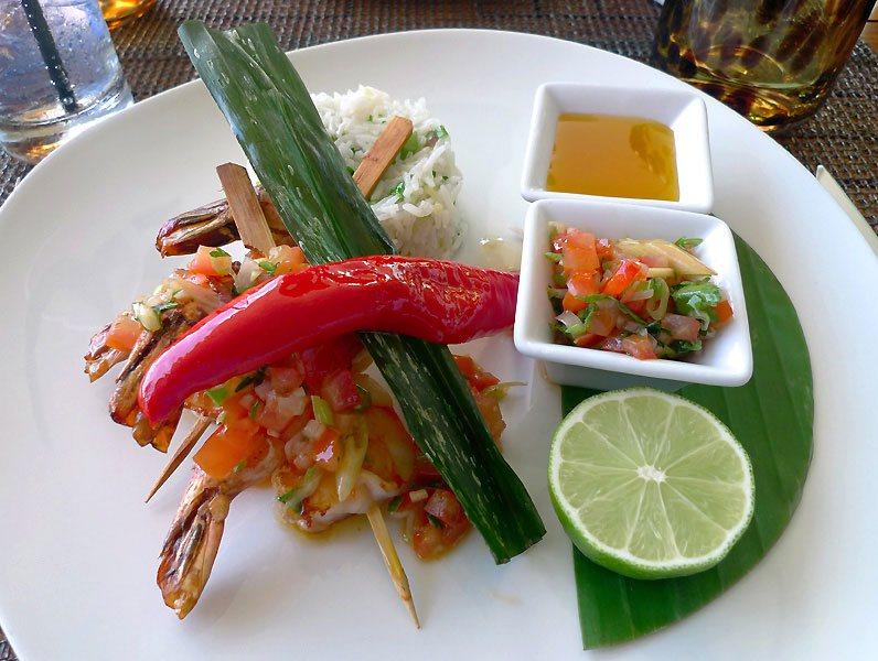 Restaurant Makassar, Le saté de gambas à la citronnelle et riz aux herbes