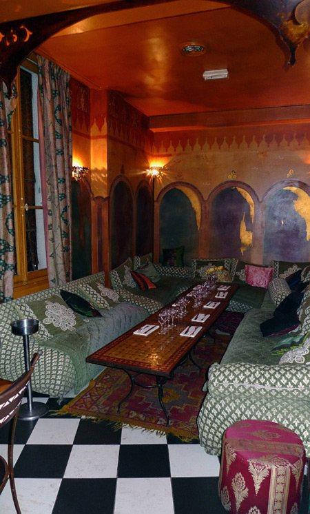 Restaurant Mansouria, salon et ses canapés profonds