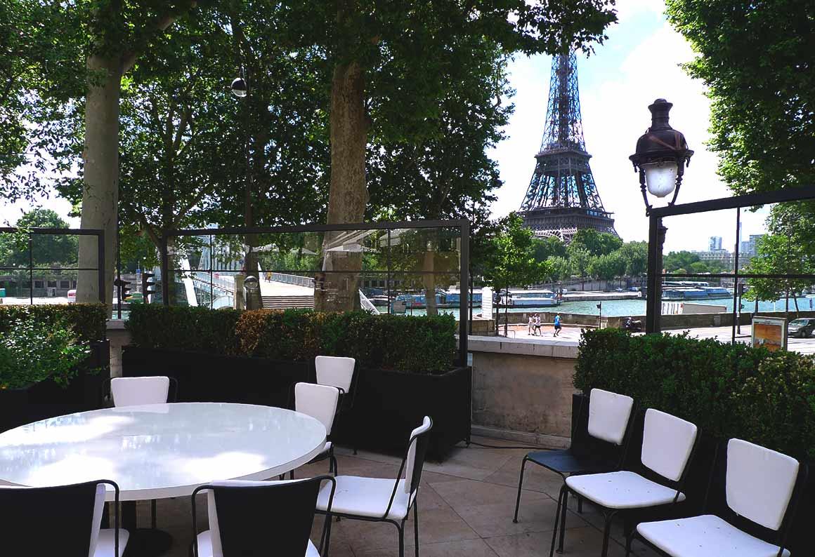 Terrasse avec vue sur la Tour Eiffel