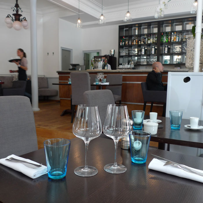 Neva Cuisine, Ambiance de restaurant gourmand