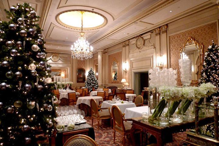 La salle du restaurant décorée pour Noël 2012