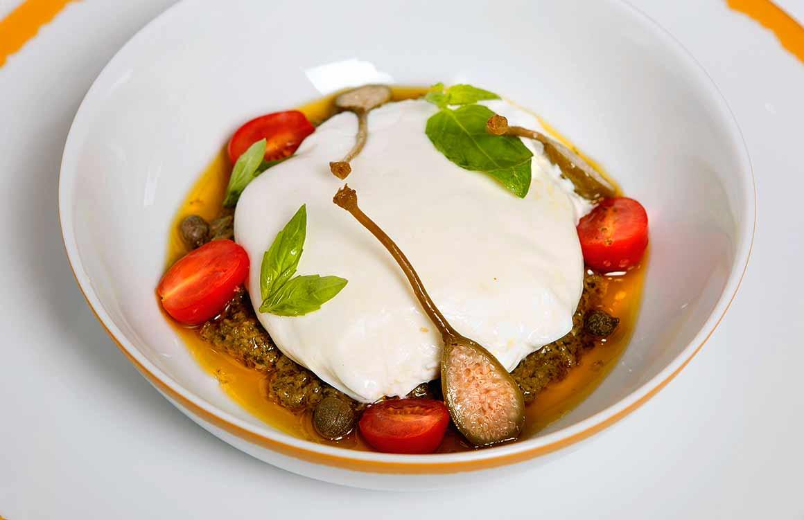 Restaurant NOTO, Burata pugliese à la tapenade de câpres