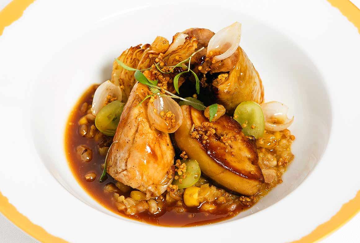 Restaurant NOTO, Volaille fermière, foie gras, céréales et raisins frais
