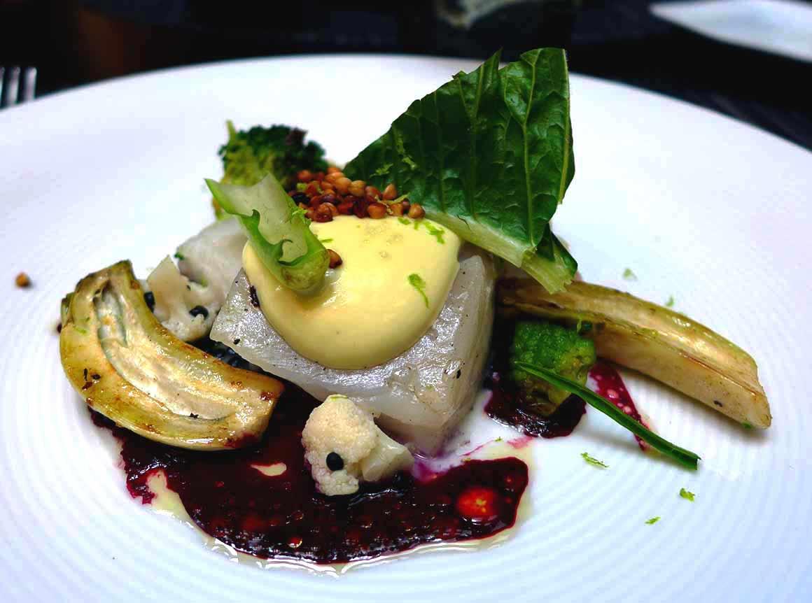 Restaurant NUBE : Cabillaud rôti avec choux cosmopolites