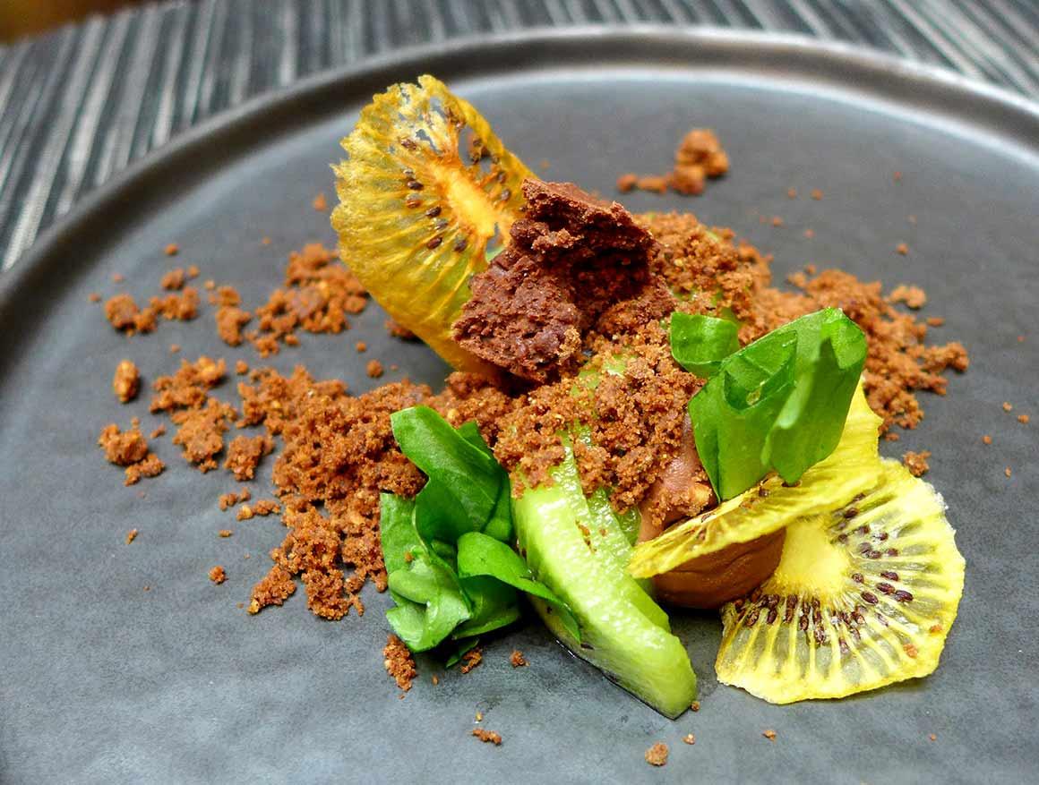 Restaurant NUBE : Ganache de chocolat noir avec oseille fraîche et kiwi