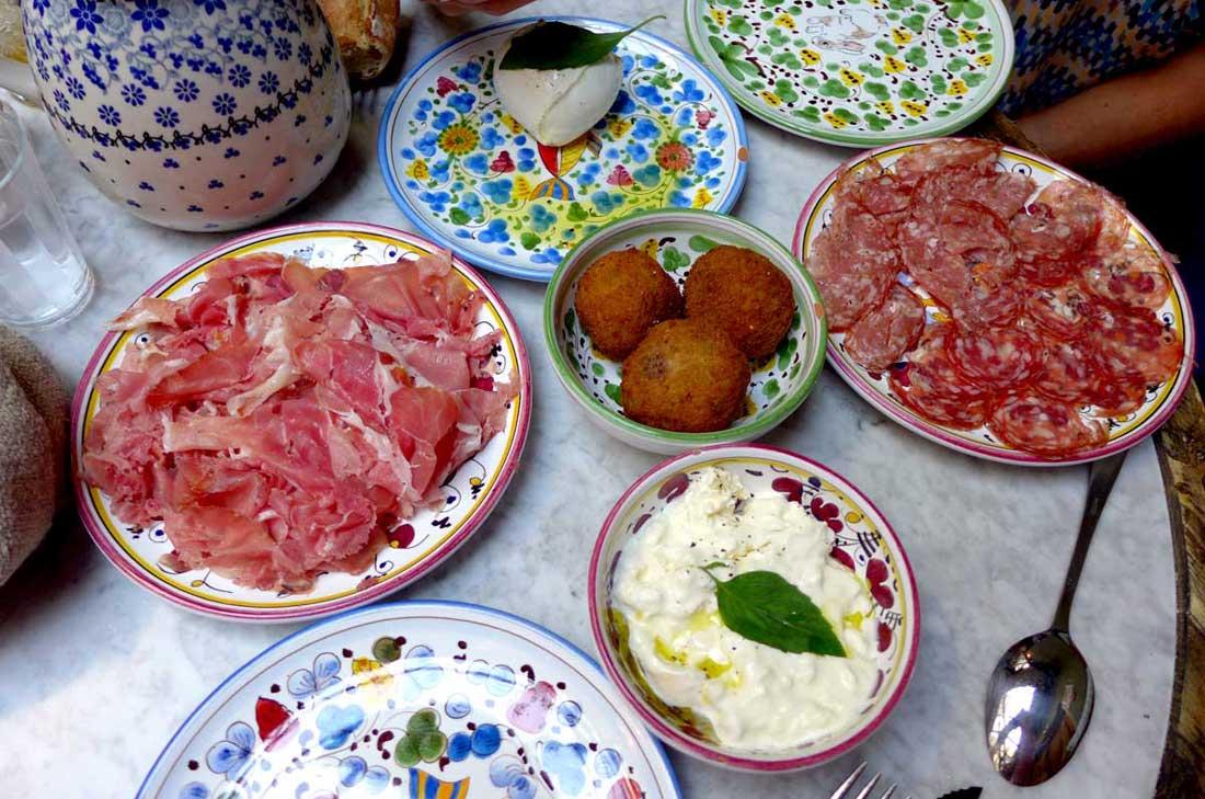 Restaurant OBER MAMMA, Jambon, arancini, duo de saucisson, mozzarella di Bufala