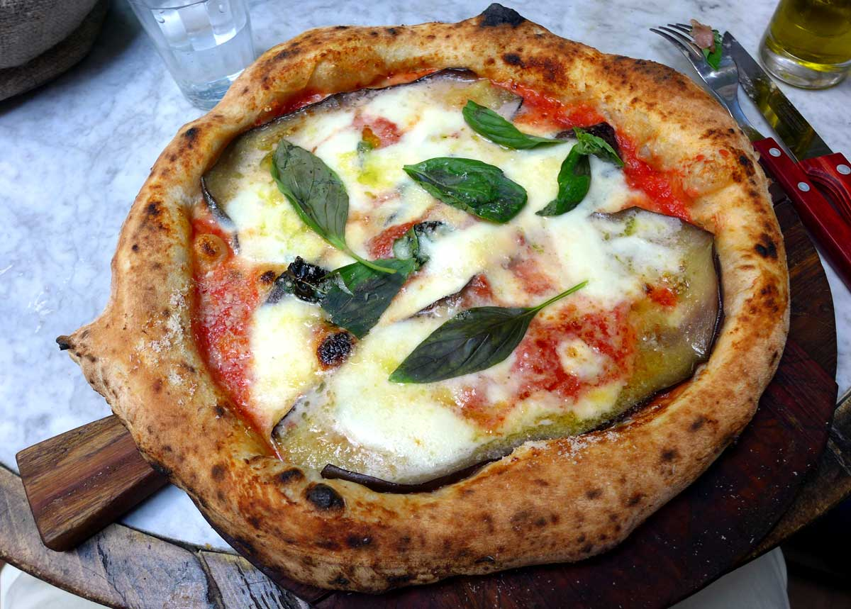 Restaurant OBER MAMMA, Pizza aubergines et mozzarella di Bufala