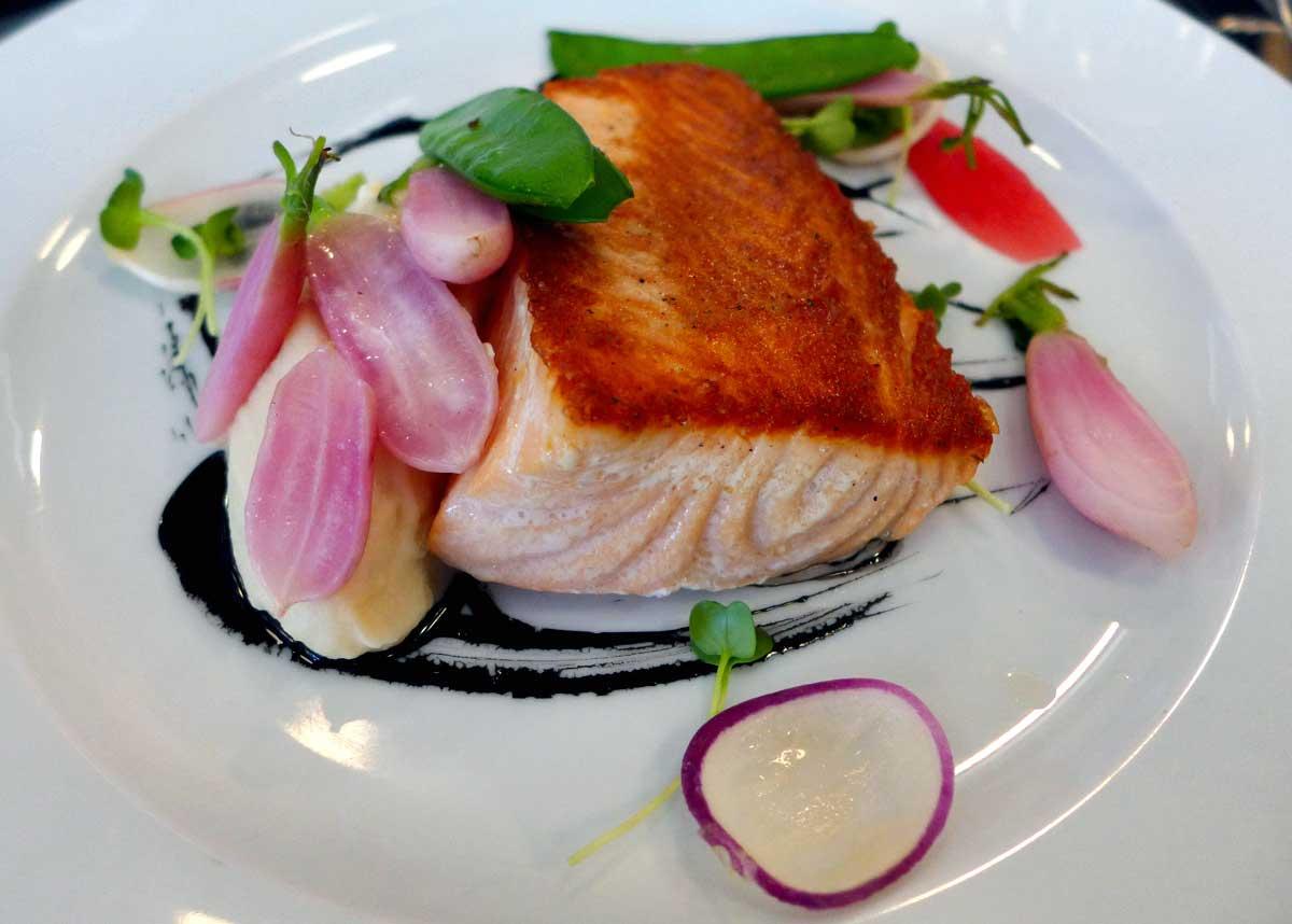 Restaurant Partisan : Saumon poêlé avec mousseline de céleri