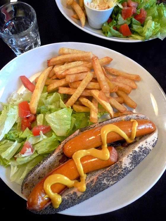 Restaurant PDG Marais, New York hot dog