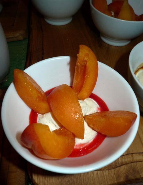 Restaurant Pottoka : Abricots en crème d'amande et coulis de fruits rouges