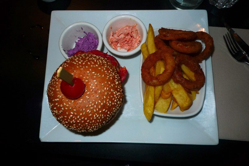 Restaurant Razowski, Ola burger avec frites