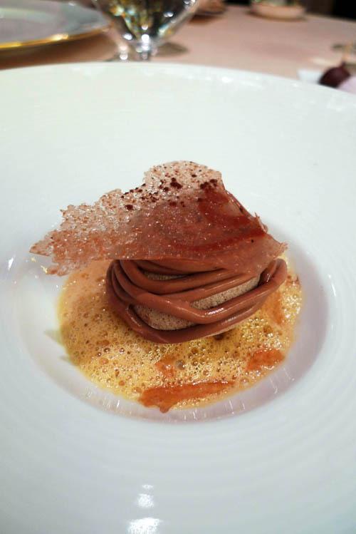 Restaurant Relais Louis XIII, meringue à la glace chocolat