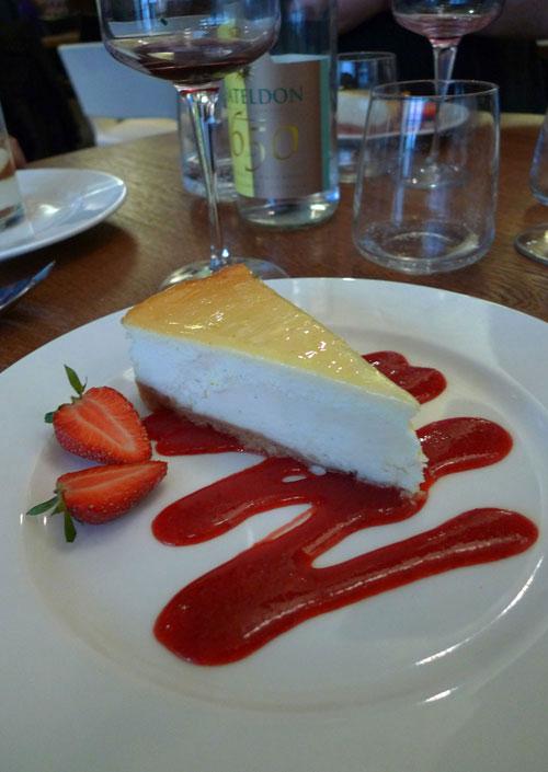 Remona Café Gallery, Philadelphia cheesecake et son coulis de fruits rouges