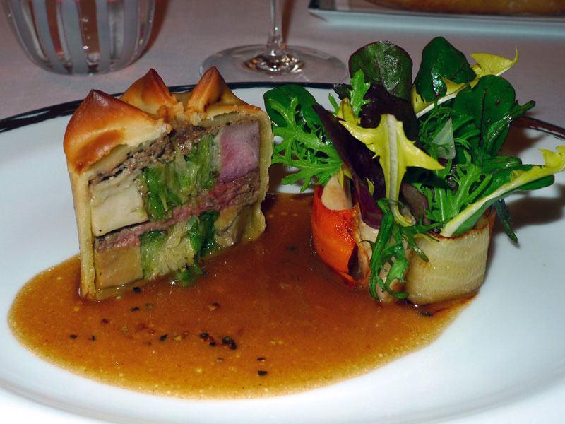 Restaurant Le Meurice, pâté chaud de pintade au chou