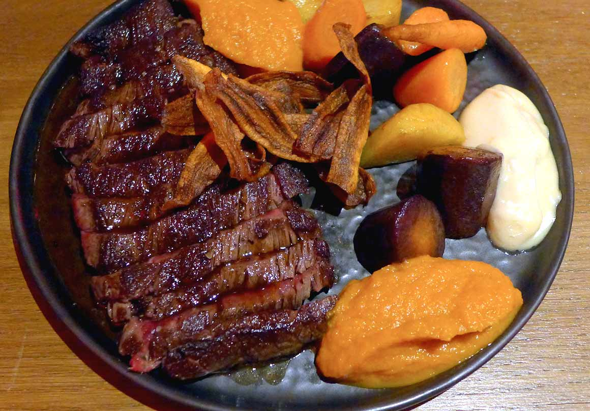 Restaurant FAUST, Bœuf Tataki avec carottte et aïoli