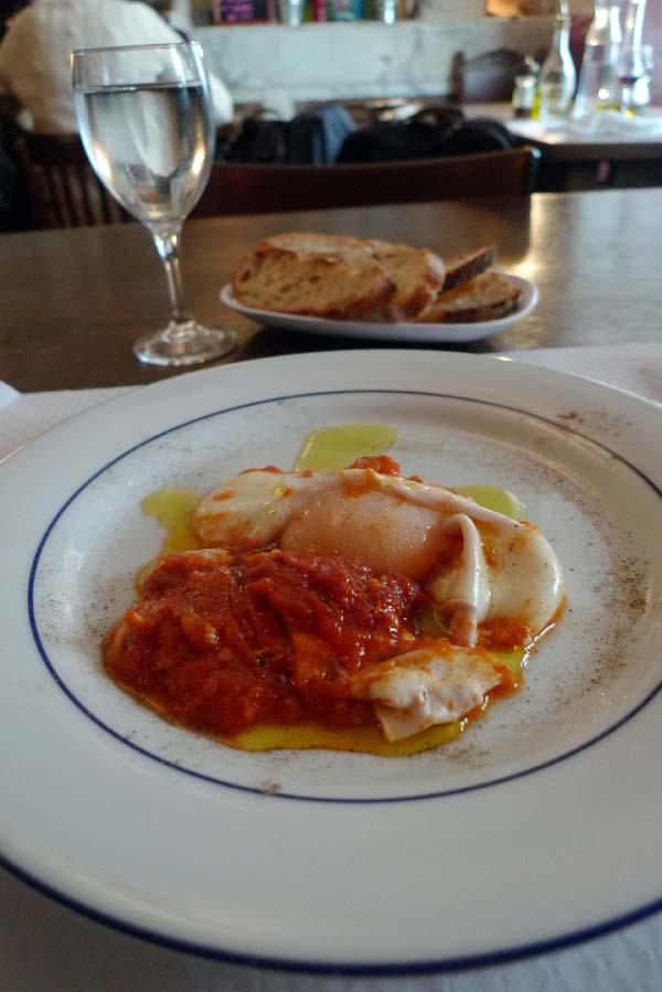 Restaurant Sale E Pepe, Des pâtes en entrée avec sauce tomate et oeuf