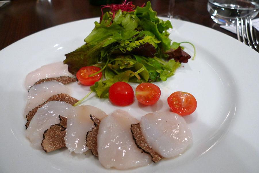 Restaurant Sens Uniques, Le carpaccio de Saint-Jacques aux truffes
