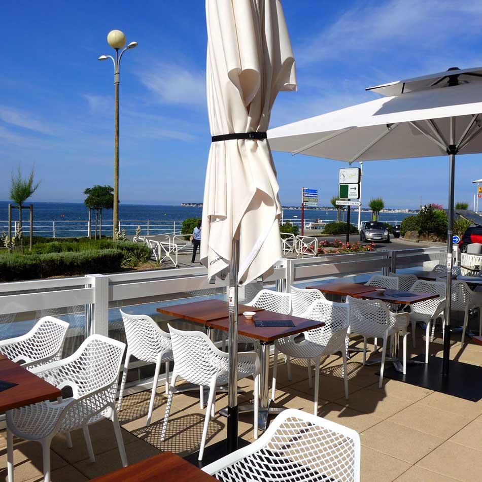 Terrasse face à la plage