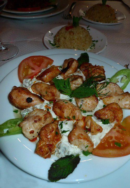 Restaurant Sizin, Le sauté de poulet à la purée d'aubergine et yaourt