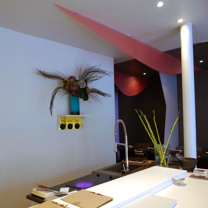Restaurant Sous les Cerisiers, Décoration épurée et colorée