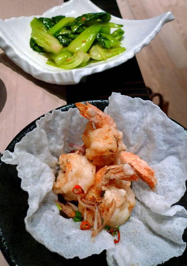 Restaurant TAOKAN, crevettes royales à la poêle et herbes fraîches
