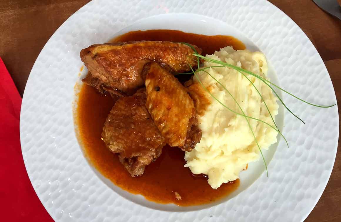 Bistrot Chez Mme Claude, Le poulet au vinaigre avec purée