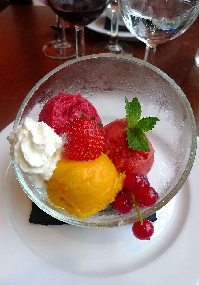 Restaurant Verbalon, Sorbets cassis, mangue et fraise de chez Terre Adélie