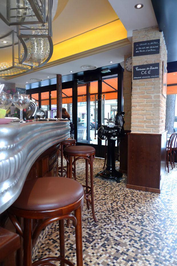 Restaurant Verbalon, Comptoir, trancheuse et ambiance bistrot