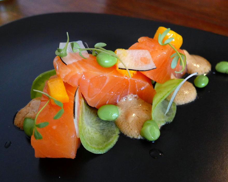 Restaurant WILL, Saumon saisi au sel et condiment sésame