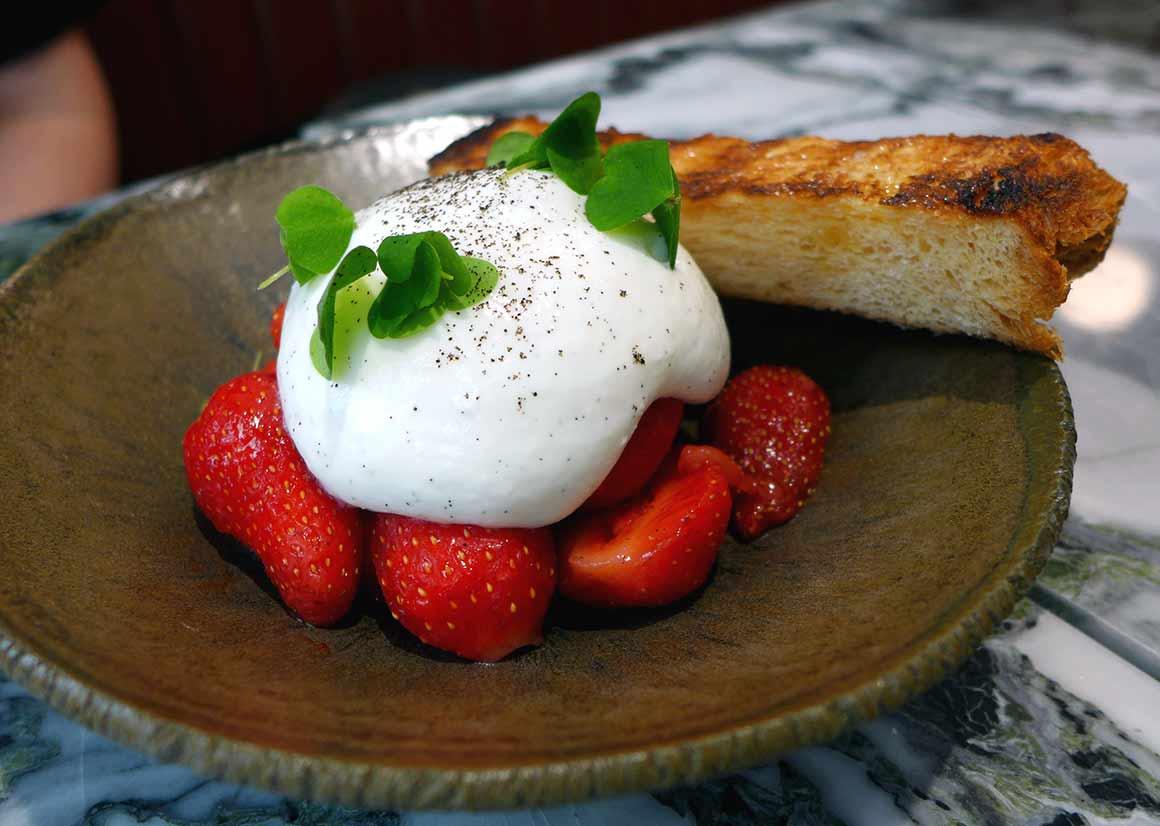 Restaurant Clover Grill, les fraises chantilly