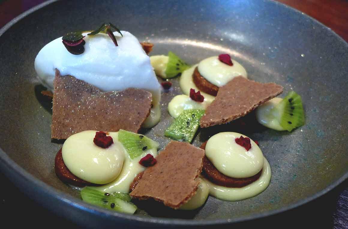 Restaurant L'Escient, Crème citron avec croquant praliné cacahuète et yuzu