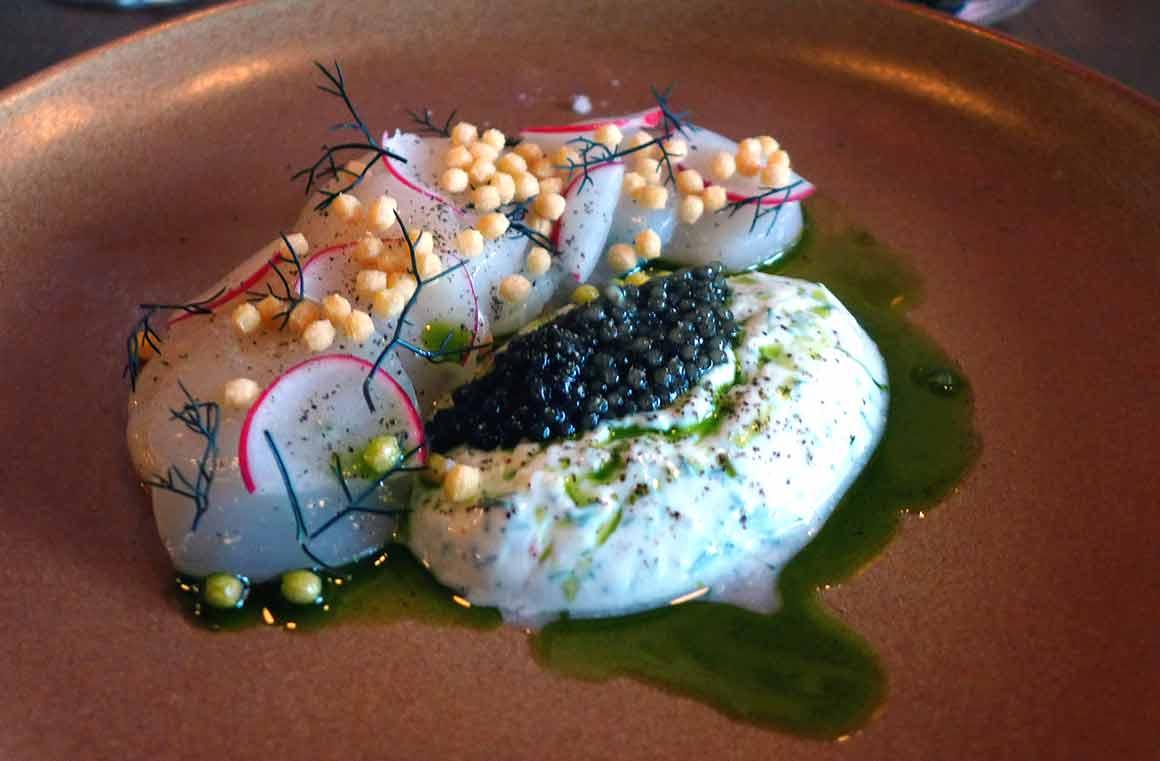 Tomy & Co Saint-Jacques en carpaccio et caviar d'Aquitaine