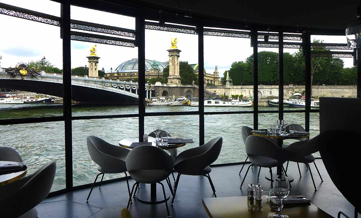 restaurant paris week end sur la seine le restaurant flow. Black Bedroom Furniture Sets. Home Design Ideas